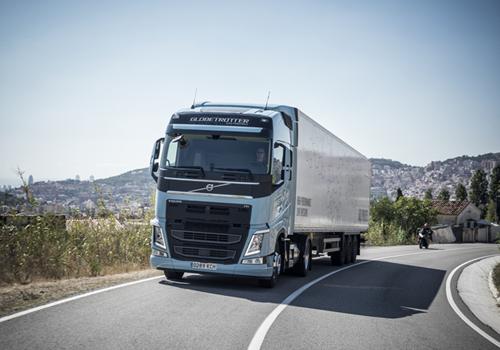 Volvo FH LNG  alimentato a metano: GUIDABILITÀ E PRESTAZIONI DA DIESEL